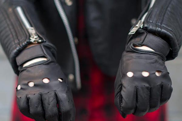 Black leather gloves - Best gloves for bikers / drivers