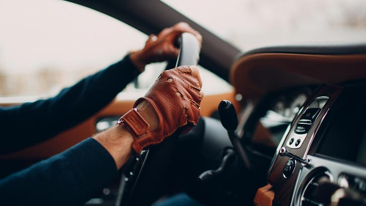 Driving with wearing leather driving gloves